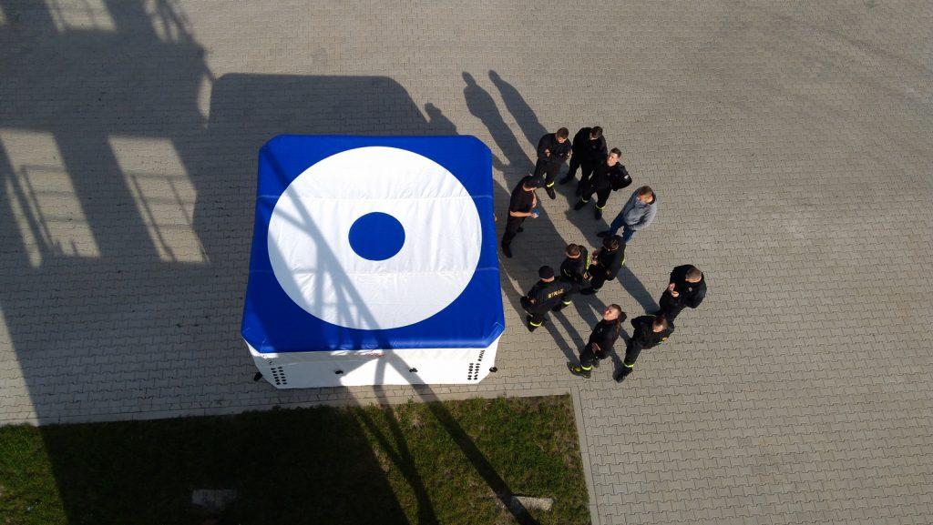 Widok ztrzeciego piętra naskokochron ok. 10 m